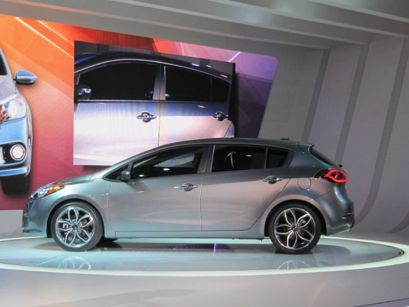 2016 kia forte 5 door. Black Bedroom Furniture Sets. Home Design Ideas