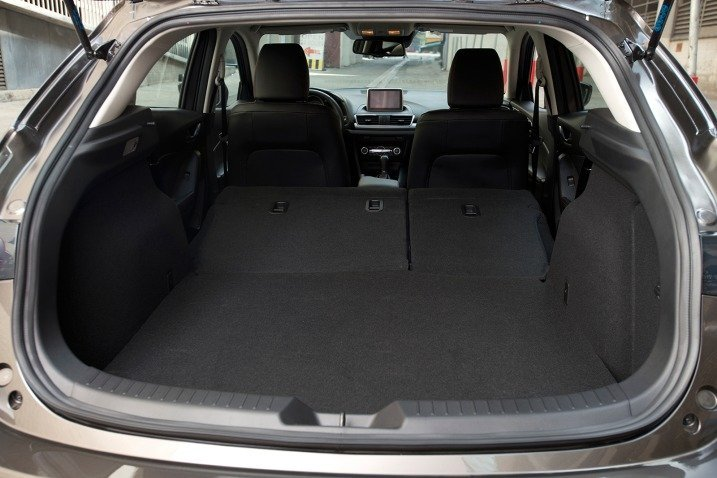 2016 mazda 3 hatchback cargo space. Black Bedroom Furniture Sets. Home Design Ideas