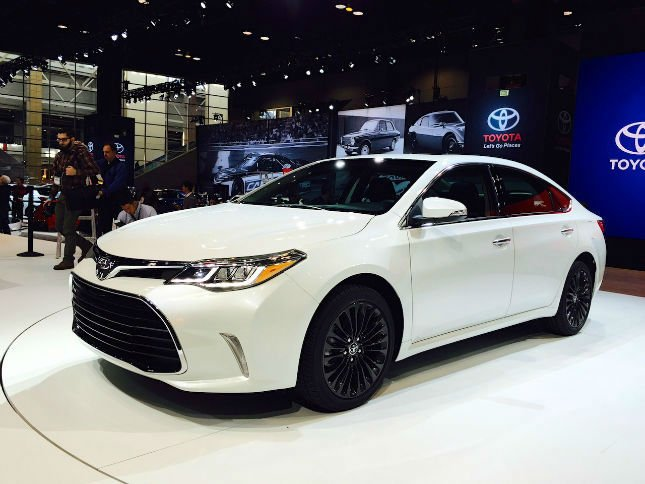 2016 toyota camry se white. Black Bedroom Furniture Sets. Home Design Ideas