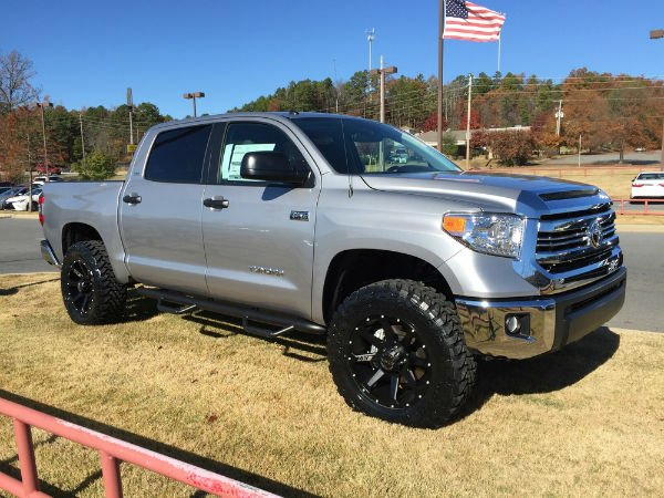 2016 toyota tundra crewmax lifted. Black Bedroom Furniture Sets. Home Design Ideas