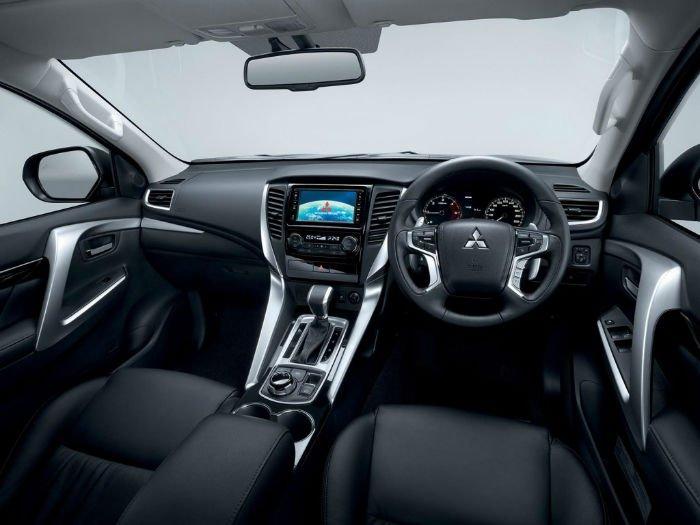 2017 Mitsubishi Pajero Interior