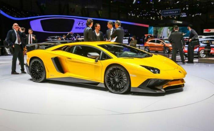 2017 Lamborghini Aventador Yellow