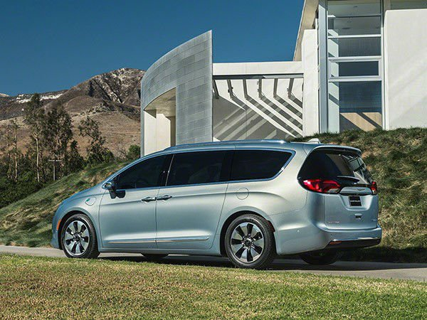 2017 Chrysler Pacifica Hybrid Model