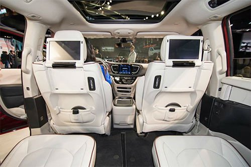 2017 Chrysler Pacifica LX Interior