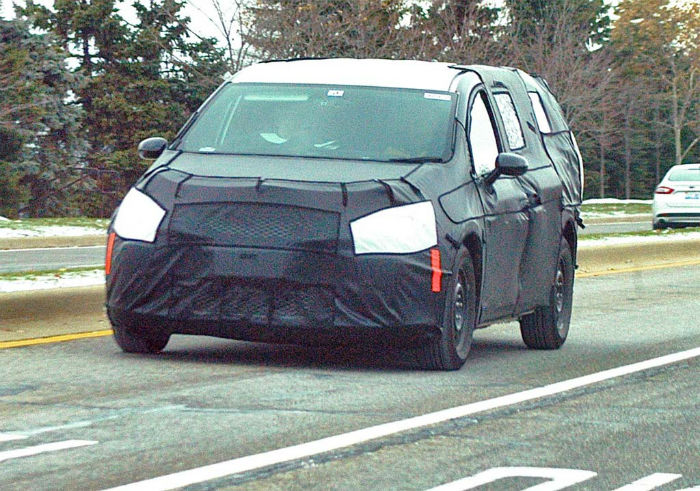 2017 Chrysler Town And Country Spy Photos