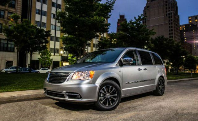 2017 Chrysler Town And Country Van