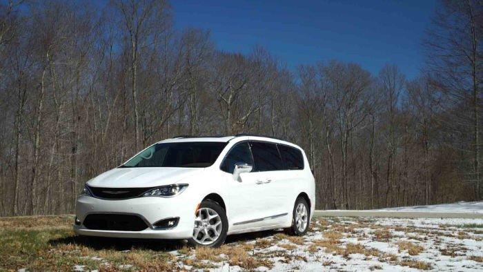 Chrysler Pacifica 2017 White