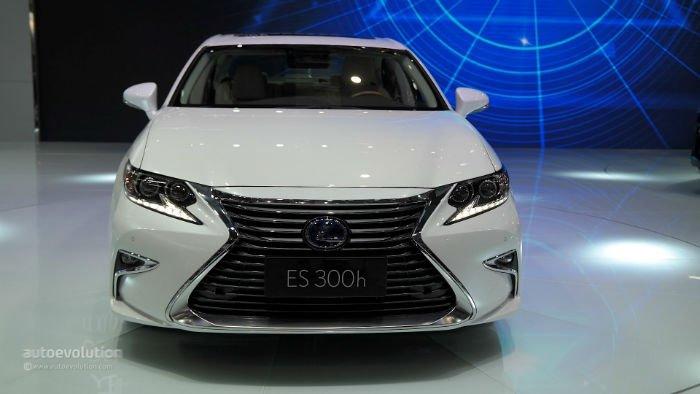 2017 Lexus ES 300h Facelift