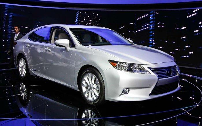 2017 Lexus ES Hybrid Model