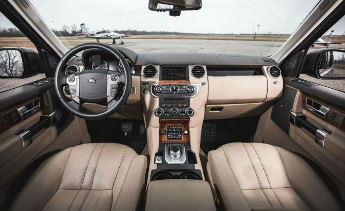 2017 Land Rover LR4 Interior