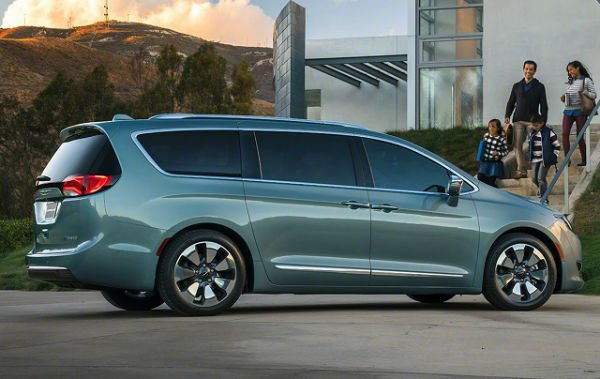2018 chrysler town and country. Black Bedroom Furniture Sets. Home Design Ideas