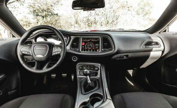 2017 Dodge Challenger Srt 392 >> Dodge Challenger 2018 Interior