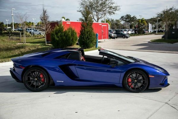 Lamborghini Aventador 2019
