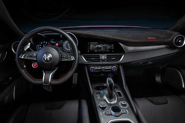 2021 Alfa Romeo Giulia Interior