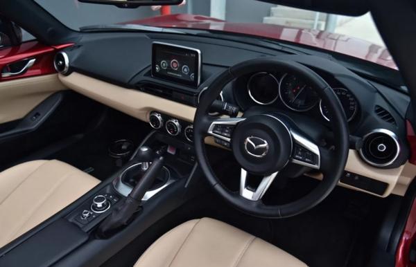 Mazda MX 5 2021 Interior