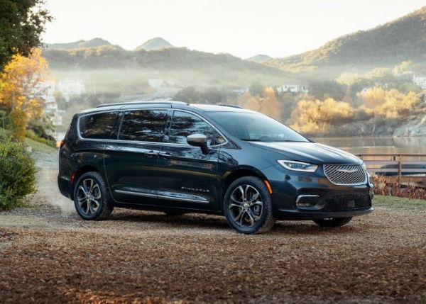 2022 Chrysler Pacifica Hybrid AWD